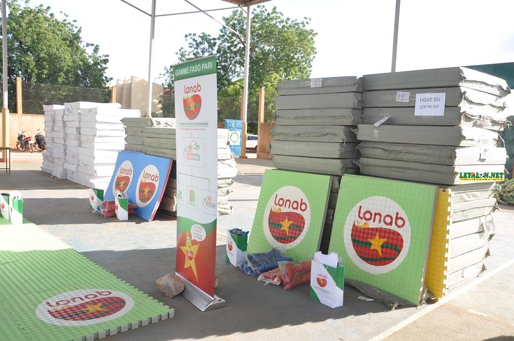 Fédération burkinabè de karaté-do : la LONAB fait don de 27 millions de F CFA de matériels