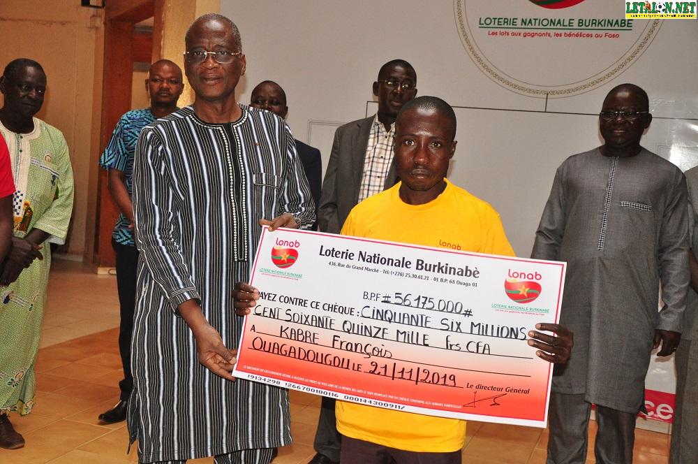 PMUB : l'heureux gagnant du 4+1 François Kabré reçoit son chèque de 56 175 000 FCFA