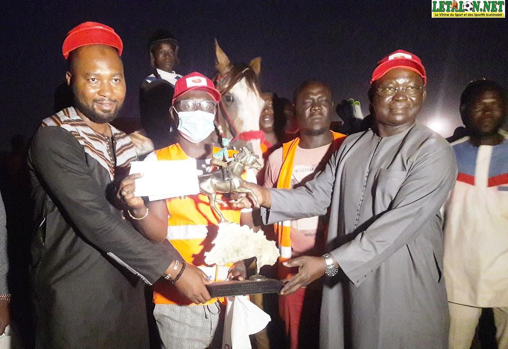 Course hippique: Flamme Hirondelle remporte le 6e grand prix du président du Faso