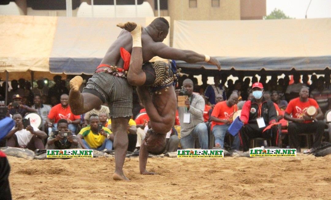 Lutte: le Nayala et le Mouhoun dominent le championnat national