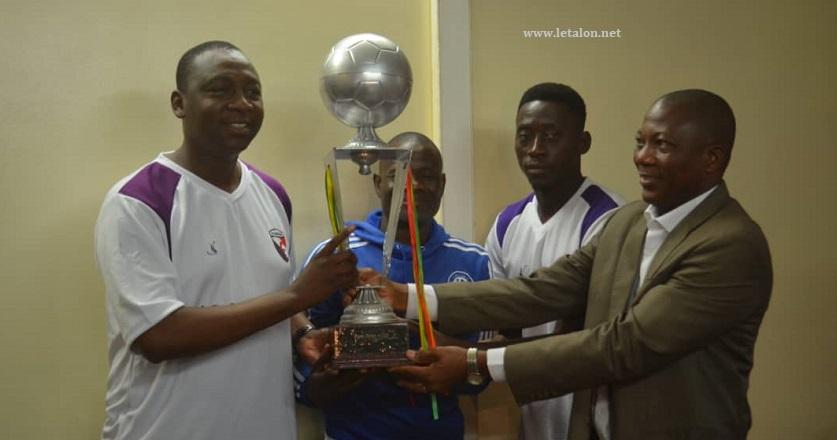 SUPERCOUPE AJSB 2019 : L'AS SONABEL présente son trophée au ministre Bachir Ismaël Ouédraogo