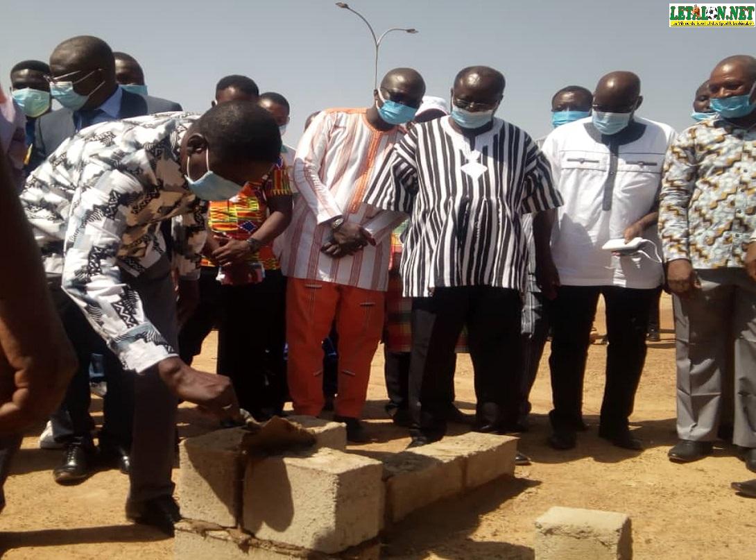 Cité universitaire de Kossodo : le ministre des Sports pose la première pierre d'un plateau omnisports