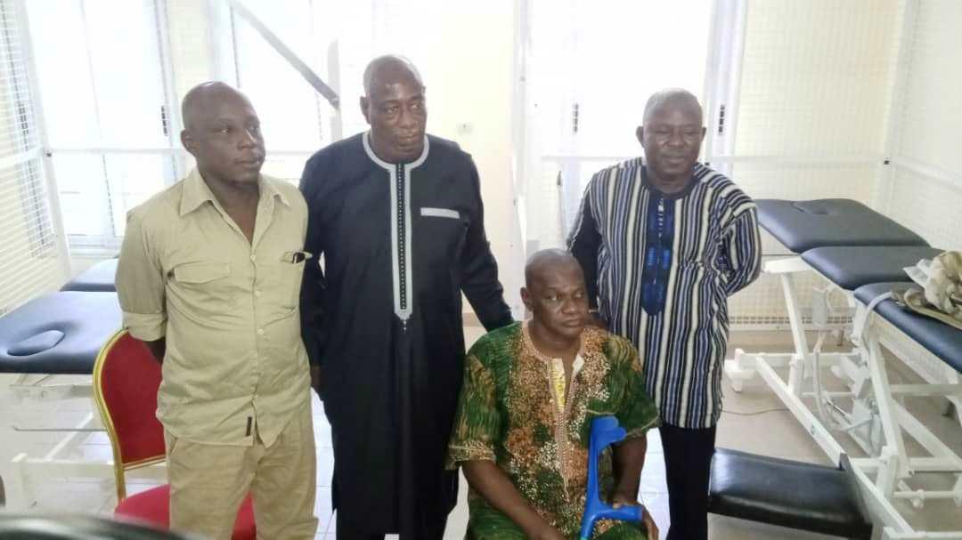 Football : le ministre Dominique Nana solidaire des anciens sportifs blessés